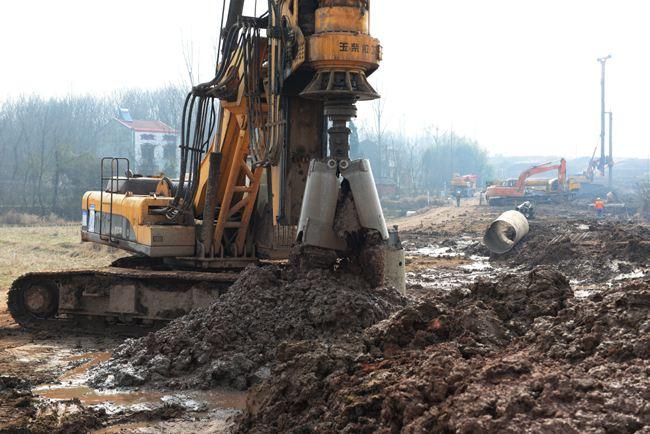 南昌旋挖钻机租赁高铁项目施工现场