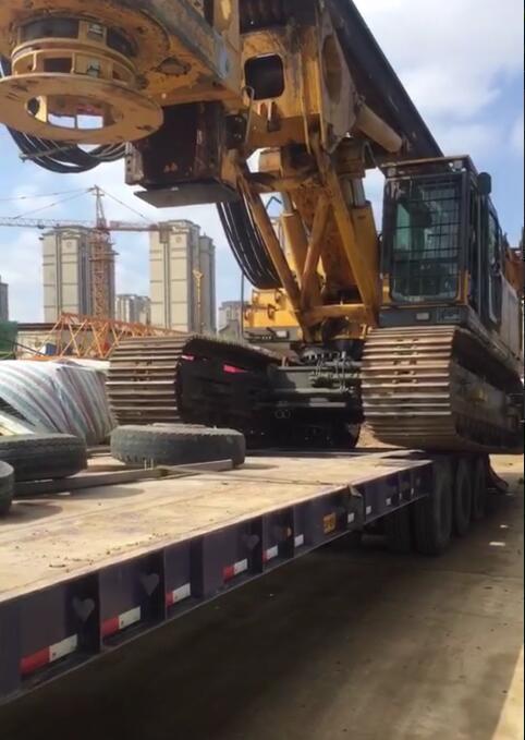 徐工360旋挖机烟台工地准备下板车